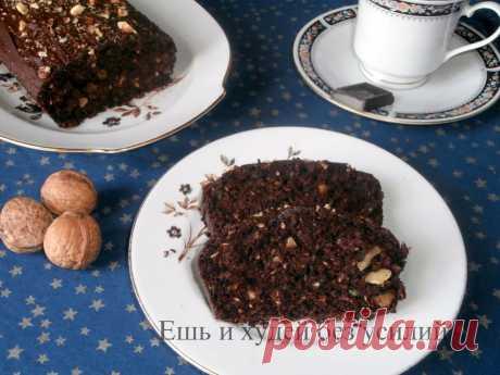 Простой бисквит с какао на минералке По этому рецепту получается вкусный, рассыпчатый и не очень калорийный простой бисквит с ярким шоколадным вкусом. Он хорош сам по себе и как основа для торта при соответствующей доработке.