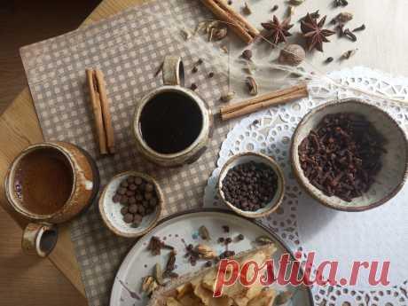 Запаслись кардамоном, гвоздикой, куркумой и перцем. Рассказываем, как и зачем будем добавлять их в чай и кофе   Tea.ru - о чае, кофе и не только   Яндекс Дзен