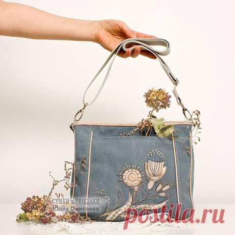 Текстильная женская сумка на длинном ремешке. Удобна для прогулок и путешествий. По размеру не большая и не маленькая - все самое нужное в сумку помещается, но при этом руки всегда свободны. . Сумка сшита из канваса - очень плотный хлопок, сумка мягкая, но форму держит