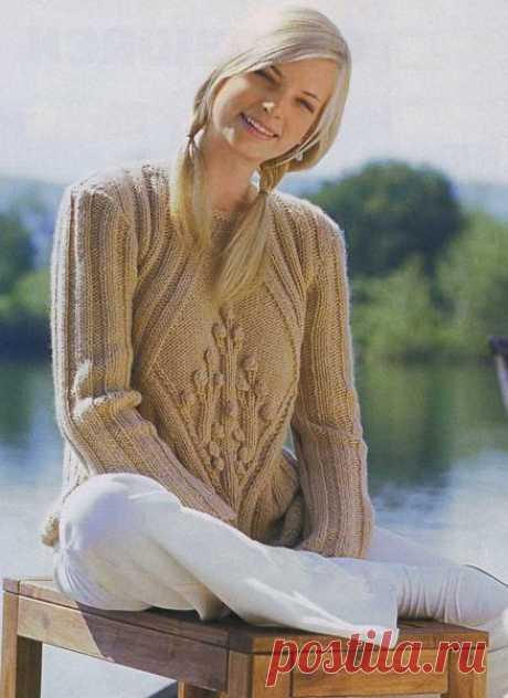 Женский пуловер в резинку.