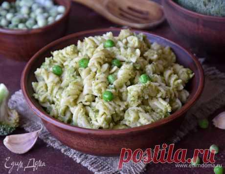 Фузилли с соусом из зеленых овощей. Ингредиенты: горошек зеленый замороженный, брокколи замороженная, фасоль стручковая замороженная
