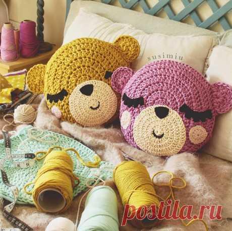 Красивые и невероятно милые подушки от рукодельницы из инстаграмма @susimiu Посмотреть цвета пряжи Pasta можно в альбоме: https://vk.com/album-87235082_211122800 #трикотажнаяпряжа_Pasta #трикотажнаяпряжа #тпряжа #вязание #вязаниеворонеж #вязаниеvrn #knitt #handmade #толстыенитки #knit #crochet #пряжа #крючком #ручнаяработа #спицами #вязаниекрючком #толстаяпряжа #своимируками #хобби #интерьерноевязание #yarn #ленточнаяпряжа #knitting