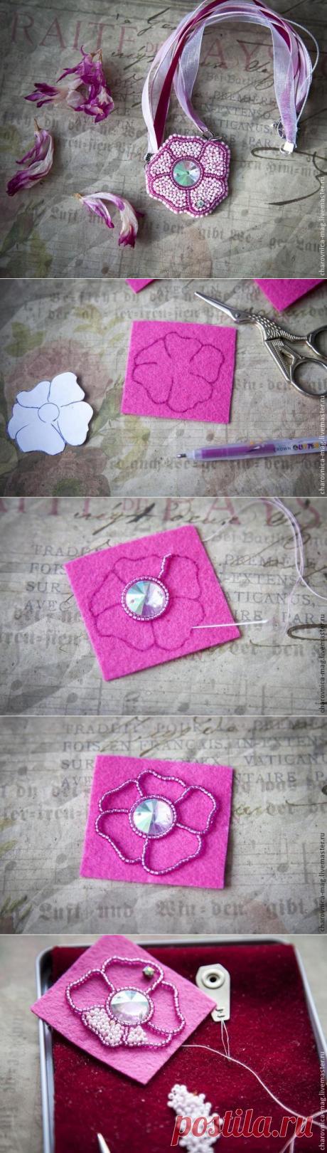 МК Вышивка бисером кулона в виде простого цветка