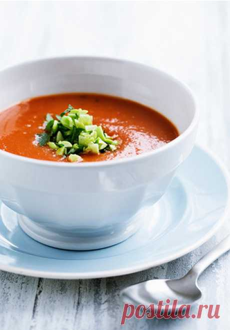 Томатный суп - Woman's Day  Понадобится: 200 г белокочанной капусты, 200 г цветной капусты, 1 красный болгарский перец, 1 луковица, 1 морковь, 100 г корня сельдерея, литровая банка помидоров в собственном соку, зелень.
