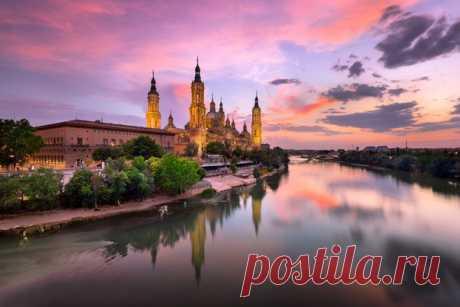 La basílica-de-nuestra del Señor-del-pilar, España. El autor de la foto — Andrei Omelyanchuk: