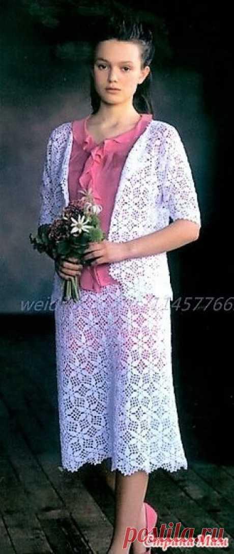 . Летний белый костюм ажурными мотивами. Прекрасная обновка на лето белый нарядный костюм выполен из ажурных мотивов. Жакет и юбка цельнокроенные. Пряжа вискоза. На юбку 290 гр на жакет 350 гр. Крючки 3\0 4\0 и 2\0.