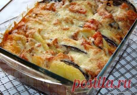 Шустрый повар.: Картофельная запеканка с баклажанами и томатным соусом.