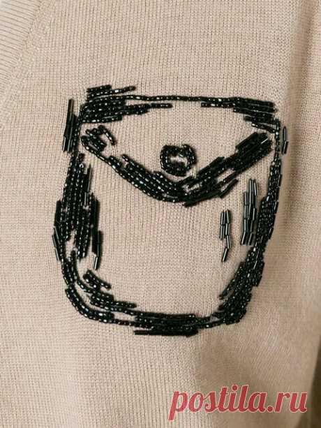 El bordado por los abalorios y las cuentas sobre la ropa la Fuente