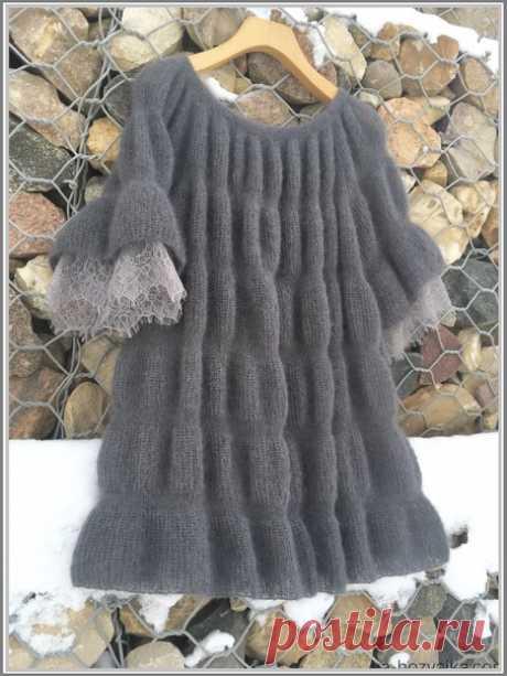 Воздушная туника из тонкого мохера с очаровательными кружевами по низу рукава. #knitting #вязание_спицами #Туники_спицами