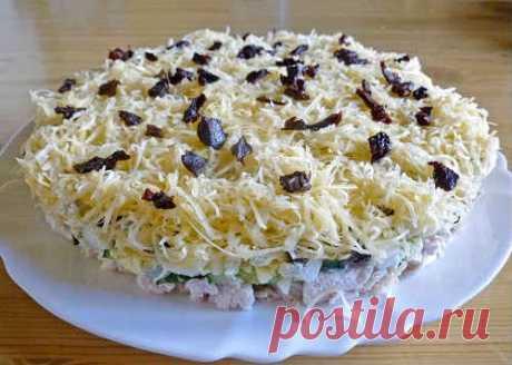 Салат дамский каприз - рецепт с курицей, черносливом, ананасом