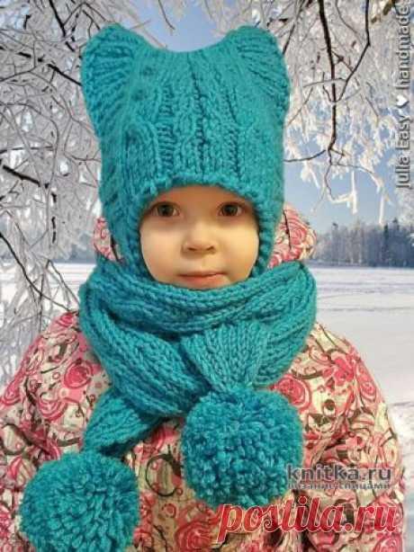 Вязаный спицами комплект АНЮТКА.Бесшовная шапка с ушками + шарф с двухсторонними косами (обе стороны шарфа лицевые).