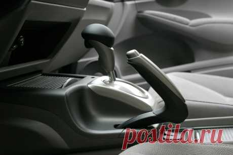 Как правильно действовать, если на машине с автоматом отказали тормоза? | Автомеханик | Яндекс Дзен