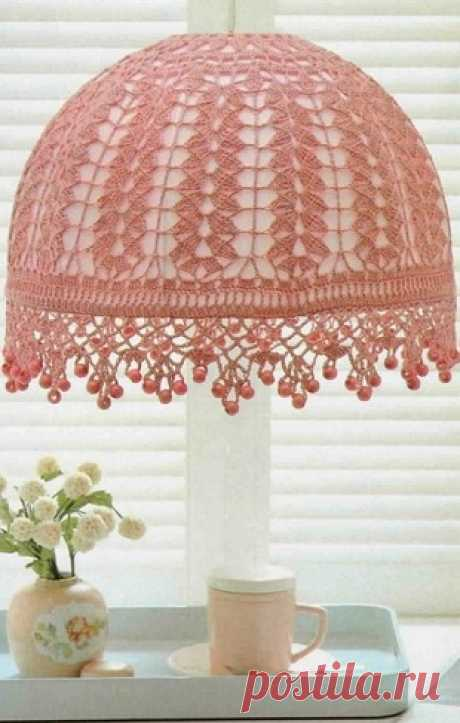 Knitted lamp shade