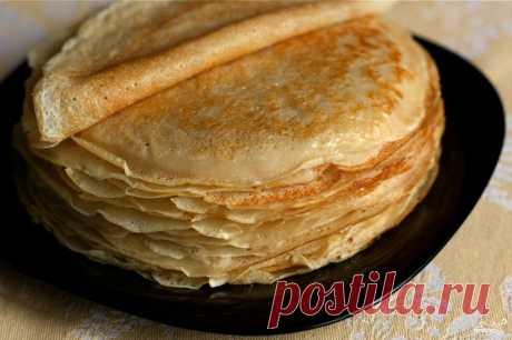 🍳Блины и оладьи на масленицу🍳  Как приготовить тонкие блины.  Блины по этому рецепту получаются тонкие, как бумага. Так как они готовятся без соды или дрожжей, то в них нет специфического привкуса этих продуктов. Блины можно подавать как самостоятельное блюдо, или использовать их как основу для приготовления других блюд. Например, блины с вареньем – это десерт. Тонкие блины с начинкой из риса и грибов – полноценное второе блюдо.