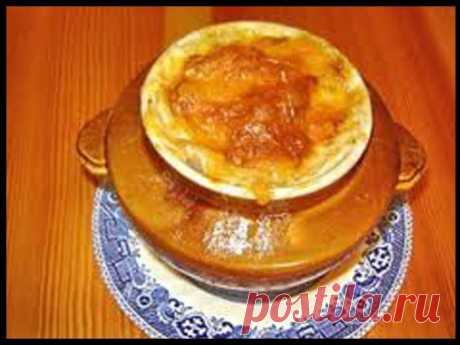 Картошка с курицей и грибами под соусом в глиняных горшочках  Ингредиенты: Куриное филе — 400 гр. Картофель — 250 гр. Показать полностью…