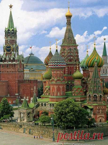 Фотографии от пользователя mountaintrekker2001 на flickr  · · · A view of the incredible St.Basil's cathedral from the rear.