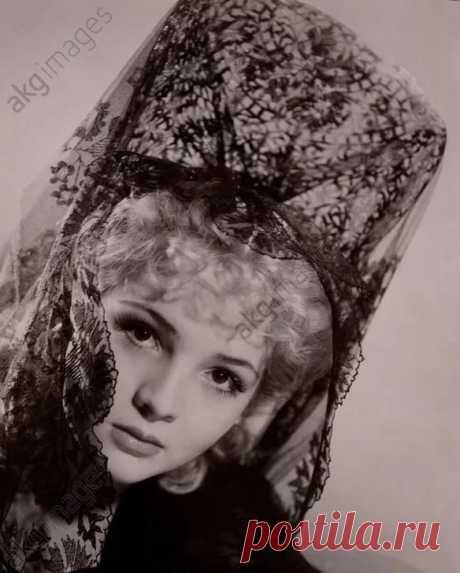 Сара Монтьель вшляпах и плптьях: 9 тыс изображений найдено в Яндекс.Картинках