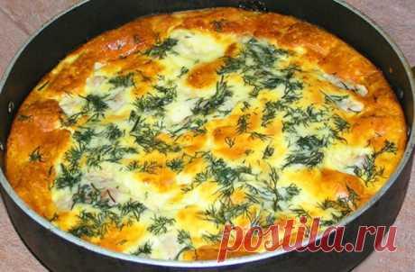 Простой рецепт запеканки с курочкой в яично-сырной заливке. Очень вкусно, по домашнему. Для приготовления: филе куриное 500 гр, лук репчатый (крупный) 3