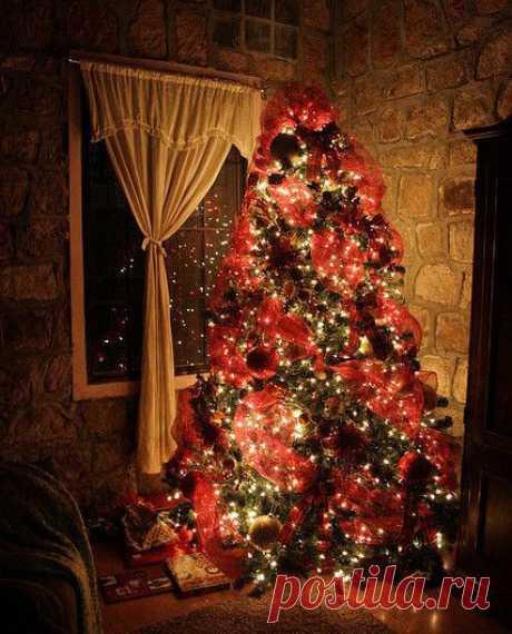 Наряди ёлку, забудь все обиды, чаще обнимай тех, кто тебе дорог и главное помни, что декабрь — это и есть маленькое волшебство.