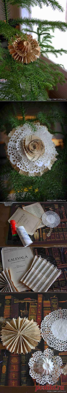 Винтажная елочная игрушка из папье маше, бумажной ажурной салфетки и книжных страниц.