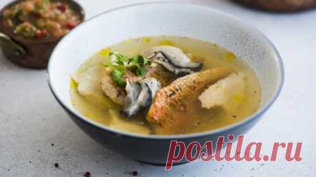 Рецепт ухи, рыбный суп, уха рыбацкая, уха из стерляди.