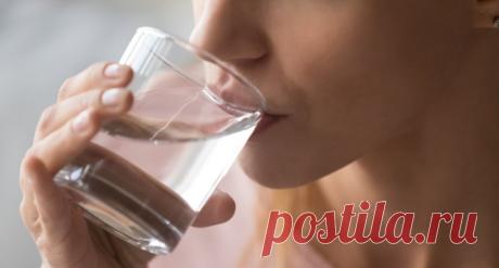 Последствия недостаточного употребления воды Обезвоживание может нанести вред вашему физическому и психическому здоровью. Но знаете ли вы, чем конкретно оборачивается недостаточное употребление воды? Не только усталостью и головной болью!