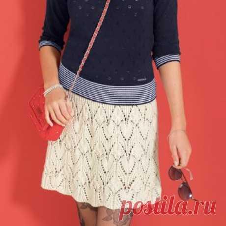 Белая ажурная юбка (Вязание спицами) В слегка расклешенной ажурной юбке из отборной мериносовой шерсти сочетаются спортивный и женственный стили. Вы можете сделать эту модель подлиннее, просто добавив несколько раппортов в высоту.
