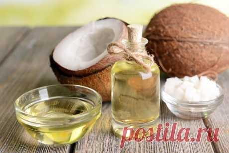 6 необычных способов использования кокосового масла — ЗдоровьеИнфо Кокосовое масло – универсальный продукт. Его добавляют в выпечку, намазывают на тосты, втирают в кожу, на нём жарят блины и даже добавляют в кофе.