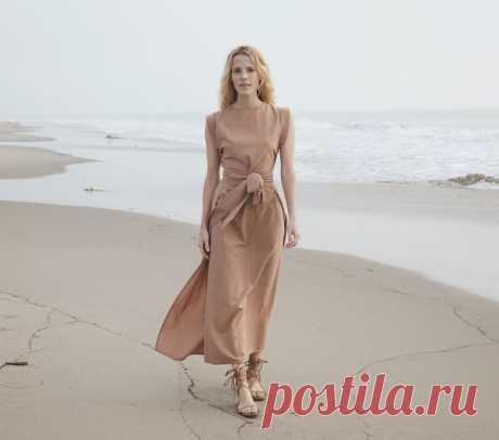 Платье «Фэнтези» без боковых швов  Платье «фэнтези» очень просто в пошиве и раскрое (см. рис.). Платье сшивают только по линии плеча, подшивают низ и обрабатывают бока спинки кантом. К полочке пришивают завязки, которые сзади завязывают под спинкой. Фасон такого платья очень удобен для фигур полных. Шить платье можно из любой ткани. Если платье шьют для молодой женщины, то край спинки и рукав можно отделать неширокой оборочкой  Построение чертежа выкройки Для построения вы...