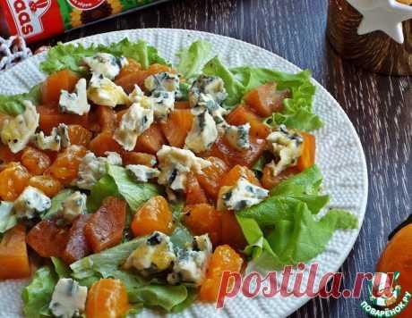 Салат с хурмой и голубым сыром – кулинарный рецепт