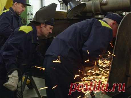 Эксперт объяснил, почему россиян неизбежно ждет сокращение рабочей недели - МК