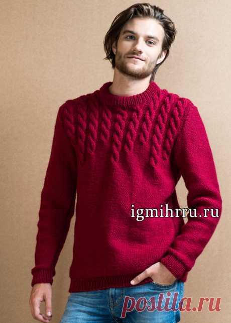 Теплый мужской пуловер бордового цвета с узорами из кос. Вязание спицами для мужчин