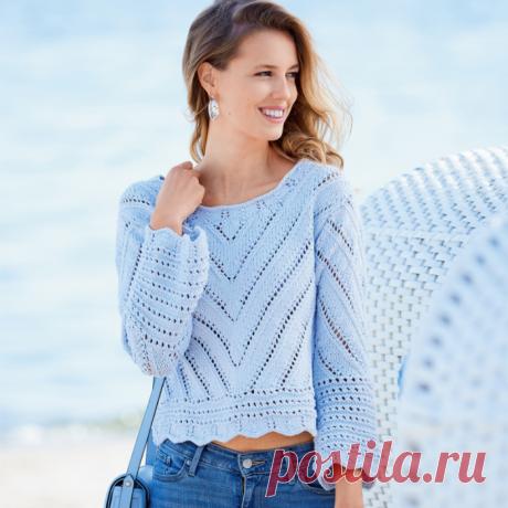 Ажурный укороченный пуловер с диагональным узором вязание спицами