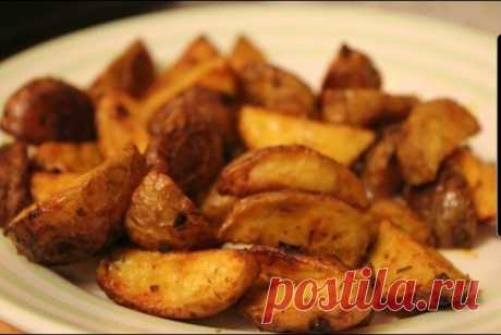 Картофель айдахо  Популярное американское блюдо - печеная картошка с хрустящей корочкой. Лучше всего подойдет молодой некрупный картофель, а для маринада можно использовать бесконечное множество пряностей и специй.  Ингредиенты:  Картофель 500 г Соль ½ ч.л. Паприка молотая 3 ч.л. Чеснок дольки 4 шт. Карри 1 ч.л. Куркума молотая ½ ч.л. Укроп сушеный 1 ч.л. Горчица 1 ч.л. Оливковое масло 50 мл  Приготовление:  Тщательно помойте картофель щеткой или губкой, так как готовится ...