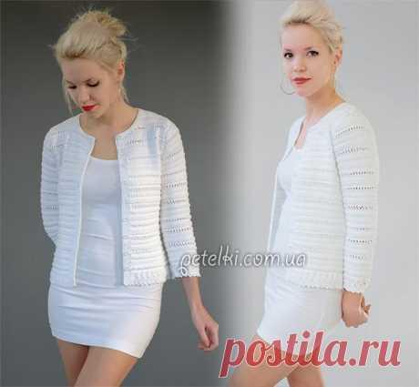Белый жакет спицами  Жакет Кристина от дизайнера Kim Hargreaves. Связан спицами в приятную текстурную полоску.     ©