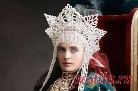 Отретушированные фотографии гостей знаменитого царского бала-маскарада, когда все участники явились во дворец в костюмах допетровской эпохи