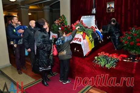 Похороны российского добровольца Арсена Павлова в Донецке