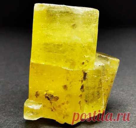 Солнечный камень гелиодор: украшения в золоте и свойства