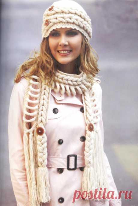 Комплект спицами: шапка и шарф с косами Описание вязания комлекта из шапки и шарфа на спицах с узором в виде кос.