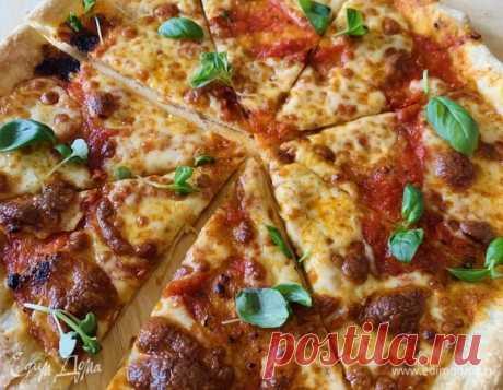 Итальянская пицца на тонком тесте. Ингредиенты: пшеничная мука, дрожжи сухие, соль