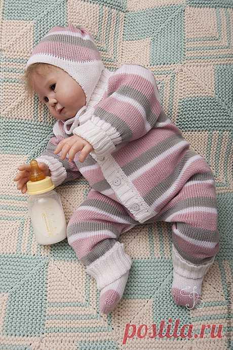 Купить Вязаный детский комбинезон Полосатые Малыши с шапочкой и носочками - детский комбинезон, комбинезон детский