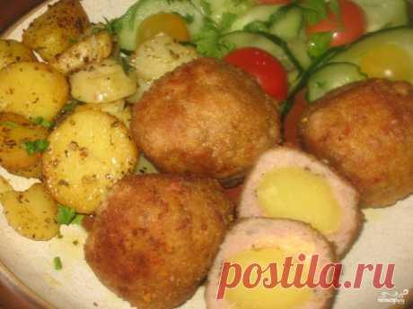Тефтели с картофелем   К тефтелям с картофелем хорошо подойдет овощной салат и можно подать оставшийся картофель. Фарш можно  брать любой, в него добавляется сухой базилик. Картошку заранее нужно отварить и охладить. Лучше брать одинаковые клубни небольшие, чтоб тефтельки получились одинаковыми. Тефтели с картофелем очень сытное блюдо, его хорошо есть зимой и после тяжелой работы или физической нагрузки! Отлично подходит детям. Успехов и приятного аппетита!     Ингридиенты...