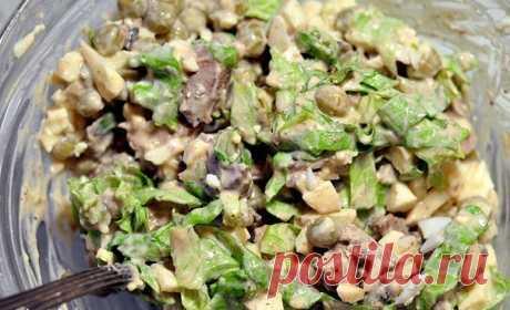 ¡La ensalada admirable del hígado de gallina — adornará con dignidad la mesa de fiesta!