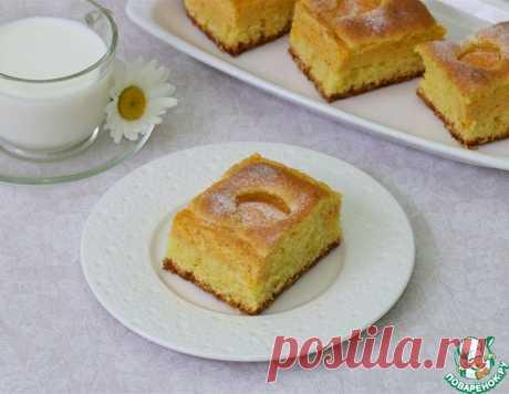 Пирог с абрикосами и творожной прослойкой.