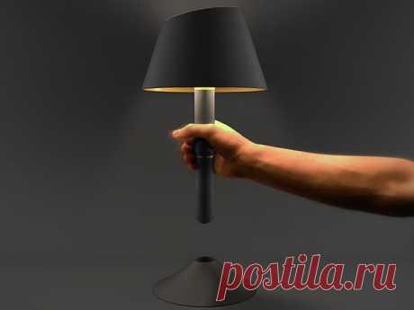Лампа-фонарик. И настольная лампа, и переносной фонарь на случай внезапного отключения электричества. Ее придумал французский дизайнер Julien Bergignat.