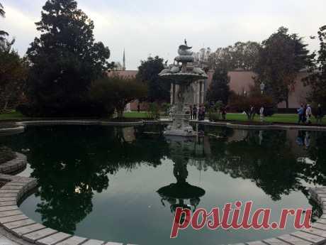Парк дворца Долмабахчи.