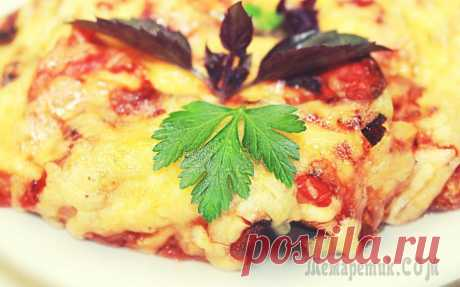 Eggplants casserole with chicken, tomatoes and cheese