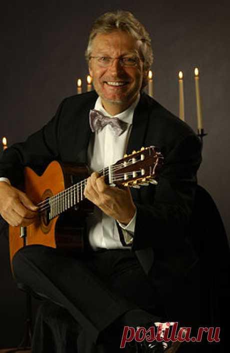 «Френсис Гойя» 4 279 песен слушать онлайн или скачать mp3 + 1 726 видео-роликов: Франсис Гойя (имя при рождении Франсуа Вейе́р (фр. François Weyer); р. 16 мая 1946, Льеж, Бельгия) — бельгийский гитарист и композитор