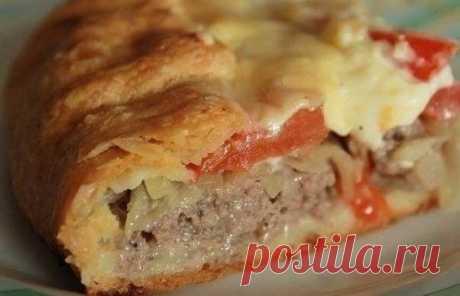 """Подборка самых сытных пирогов 1. Пирог с мясом """"Легче не бывает"""" Ингредиенты: - 2 яйца - 0.5 ч. ложка соли - 1 стакан муки - 1 стакан кефира - 0.5 ч. ложка соды Начинка: - 300 гр фарша - 2-3 луковицы, порезать кубиками - соль, перец — по вкусу Приготовление: Кефир перемешиваем с содой и оставляем минут на 5. Затем добавляем остальные ингредиенты и хорошо перемешиваем. Смазываем форму маслом, посыпаем мукой и выливаем половину теста."""
