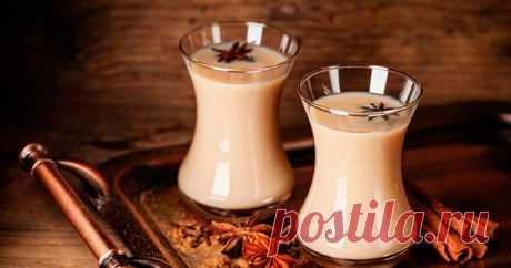 Масала ЧАЙ с молоком и СПЕЦИЯМИ Чтобы согреться и взбодриться в холодные осенние дни, можно взять чай, молоко, немного специй и приготовить вкуснейший масала чай. В Индии, Пакистане и Непале этот напиток готовят в каждом доме и довольно часто. Считается, что масала чай тонизирует организм, укрепляет иммунитет, улучшает кровообращение, оздоровляет нервную систему и очищает кровь. Кроме того, чай пряный и очень …